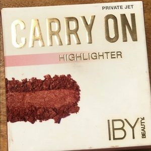 Iby Beauty Carry On highlighter